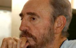 Fidel Castro writes first editorial since surgery