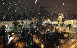 Snowing at Santiago de Chile main square