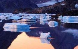 Breaking away â€Ã'¦ scientists now believe it takes only 10 seconds for melting to begin at the base of ice sheets
