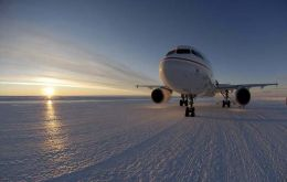 The flight marks the beginning of the new passenger air link between Australia and the Antarctic (Photo: AAD)