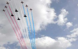 Royal Air Force Red Arrows flew with 4 Typhoon aircraft along the River Thames<br>Photo MoD
