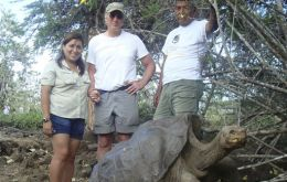 US movie star Richard Gere, center, poses for pictures next to 'Lonesome Jorge', a giant tortoise in the Galapagos Islands, Ecuador. The woman at left and the man at right are park guides. (AP Photo)