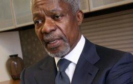 Annan says that around 300,000 people die each year from disasters related to climate change.