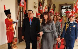 President Chavez and his counterpart  C.F. Kirchner. The deal includes 10.000 cars, farm machinery and food products.