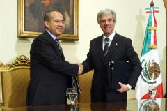 Presidents Calderon and Vazquez shake hands after signing bilateral agreements