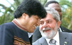 Bolivian president Evo Morales received loans and market opportunities from Lula da Silva's visit.
