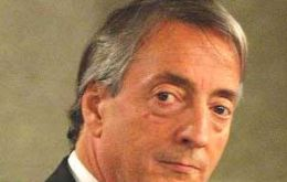 Nestor Kirchner has out manoeuvred a divided opposition but has not convinced Argentine public opinion