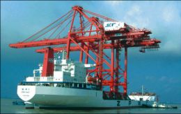 The huge cranes were transported from Shanghai is a special vessel
