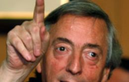 Former president Nestor Kirchner has promised to bring farmers and the media