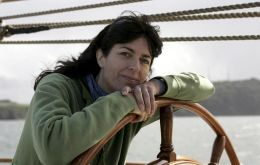 Biologist Sarah Darwin great-great granddaughter of the investigator is travelling aboard Stad-Amsterdam