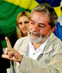 Lula da Silva denies support for Zelaya's political activities at the Brazilian embassy