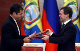 Rafael Correa signed the agreements at the Kremlin