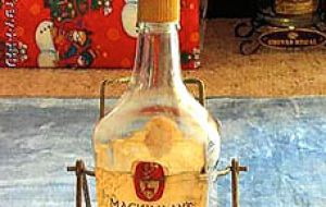 Vintage: A MacKinlay's bottle of the same age