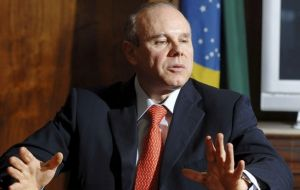 Minister Guido Mantega concerned the strong Real will harm Brazilian exports