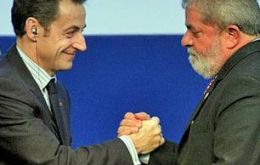 Lula da Silva and Sarkozy at the same table talk in the name of the poor