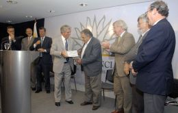 Crossed praise between Vazquez and Mujica