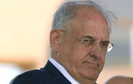 "Defence minister Nelson Jobim and Armed Forces commanders threatened to resign over the ""Truth Commission""."