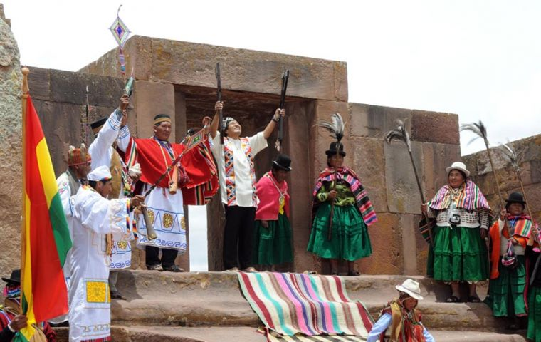 At the Akapana pyramid the Bolivian president was handed the baton of leadership