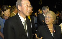 UN's Ban Ki-moon with Bachelet and Piñera are participating of a telethon