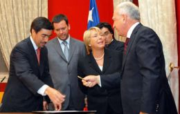Bachelet's cabinet was divided on appealing to the Armed Forces