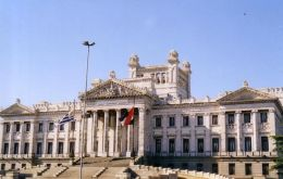 The budget deficit and a massive influx of foreign capital distorted Uruguay's finances in the electoral year 2009