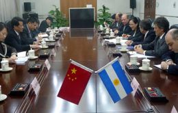 The Argentine delegation meeting with the Chinese envoys