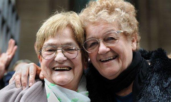 Old women lesbian