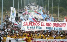 The massive demonstration on the San Martin bridge