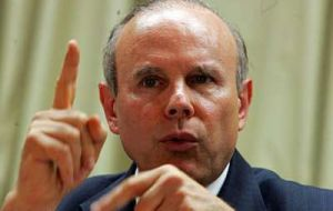 Minister Mantega concerned with low interest rates in developed countries