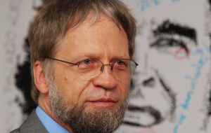 "Antanas Mockus promises a ""no-nonsense"" policy towards guerrillas"