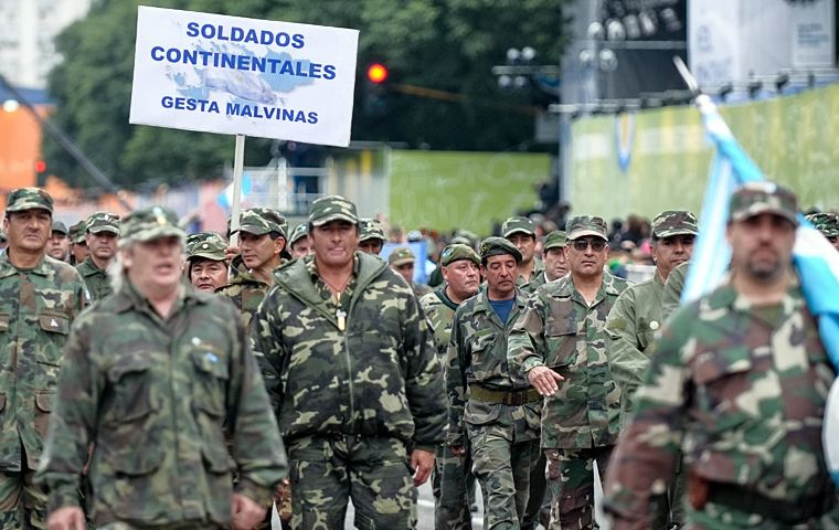 Malvinas veterans joined the celebrations and received enthusiastic support