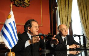 Luis Almagro  and Hector Timerman at the Uruguayan Foreign Affairs ministry