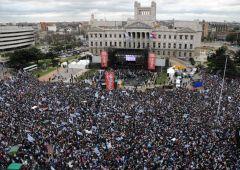 250.000 thousands fans at the Parliament