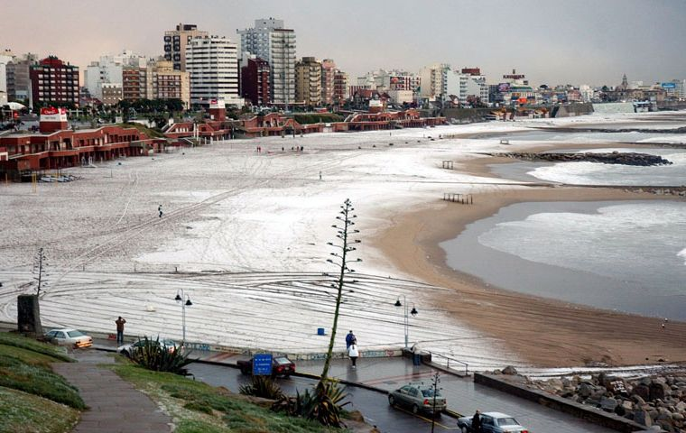 A skiff of snow covers the beaches of Mar del Plata