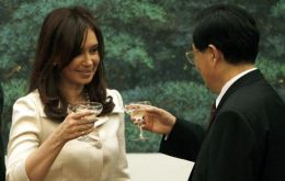 In spite of smiles and promises, Mrs Kirchner and Hu Jintao can't agree on soy-oil