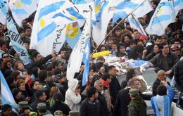 The cortege leaves Buenos Aires for Kirchner's home town in Patagonia