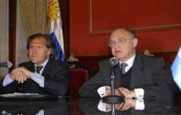 Almagro and Timerman address the press following the marathon meeting