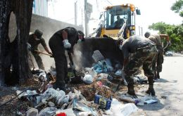 The Army cleaning the streets and garbage dumps  (Photo El Pais)
