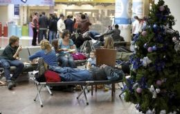 Thousands remain stranded in EU main air terminals