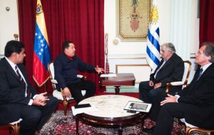 Ptes. Chavez - Mujica meeting with his FA Ministers