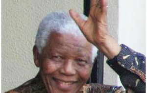 Mandela spends second night in hospital