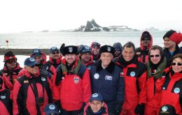 The Chilean president with his Ecuadorian peer visit Antarctica