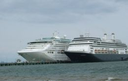 A busy cruise day in Punta Arenas
