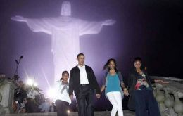 The First Family at the foot of Christ the Redeemer in Rio (Photo AP)