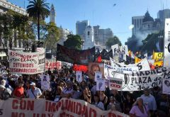 Thousands march in downtown Buenos Aires