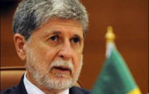 Former Foreign Affairs minister Celso Amorim criticized the decision saying its cuts all chances of dialogue with Teheran