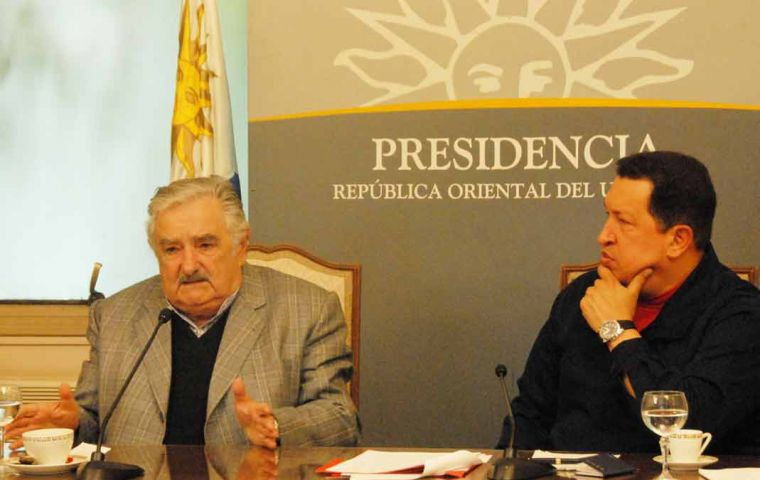 The Uruguayan president and his Venezuelan peer during a press conference in Government House