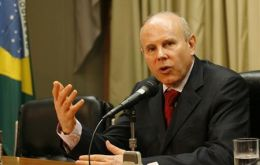 Mantega announces the new measures but analysts are not so sure