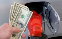 Gasoline at US pumps averaged 3.54 USD a gallon