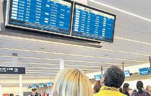However the number of Argentines travelling abroad was higher